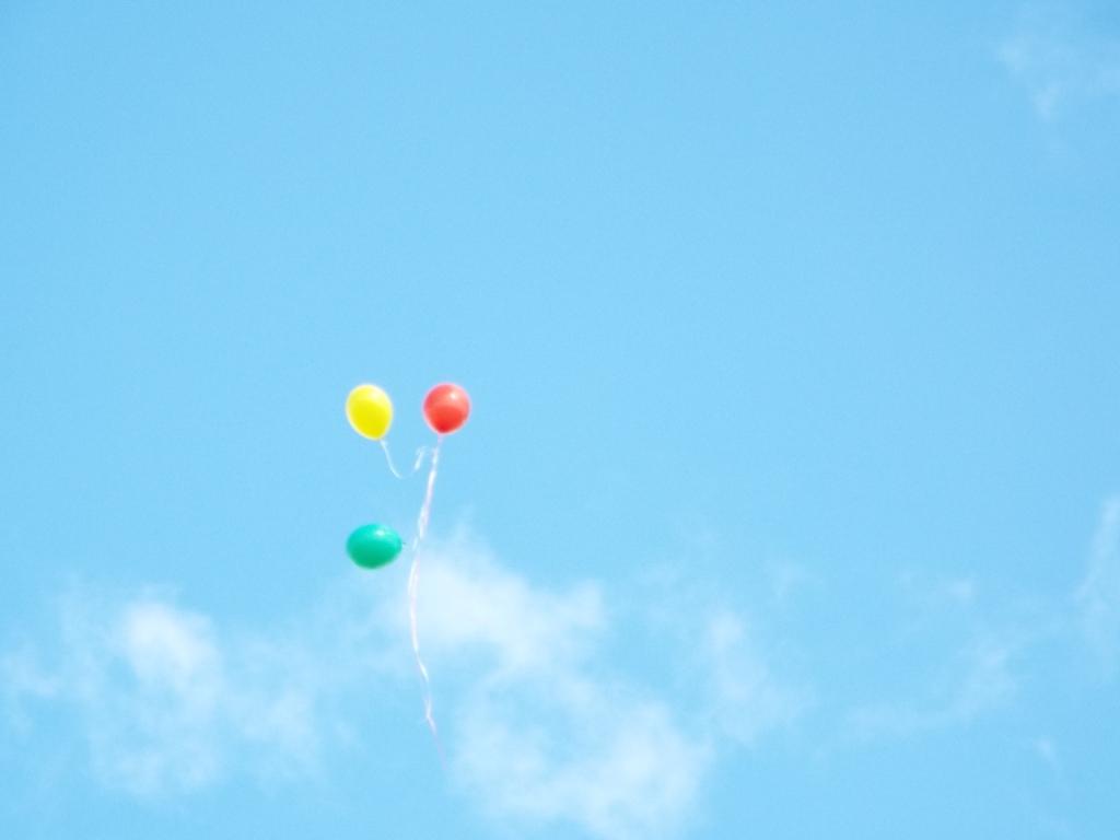 Trispalvė, žydras dangus