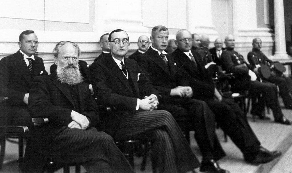 S. Šilingas 1938 m. Lietuvos Valstybės Tarybos pirmininkas ir teisingumo ministras su kitais XVII kabineto nariais sostinėje Kaune (pirmas iš kairės, šalia - užsienio reikalų ministras S. Lozoraitis). Šeimos archyvo nuotr.