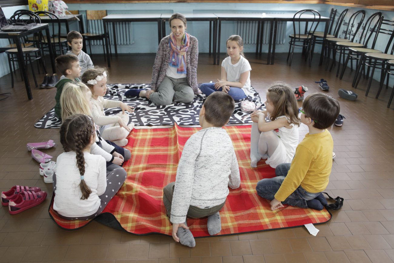 """Akordeonistė Aurelija Matulevičiūte Milano lituanistinės mokyklėlės """"Aitvaras"""" vaikams surengė muzikos pamokėlę. Organizatorių nuotr."""