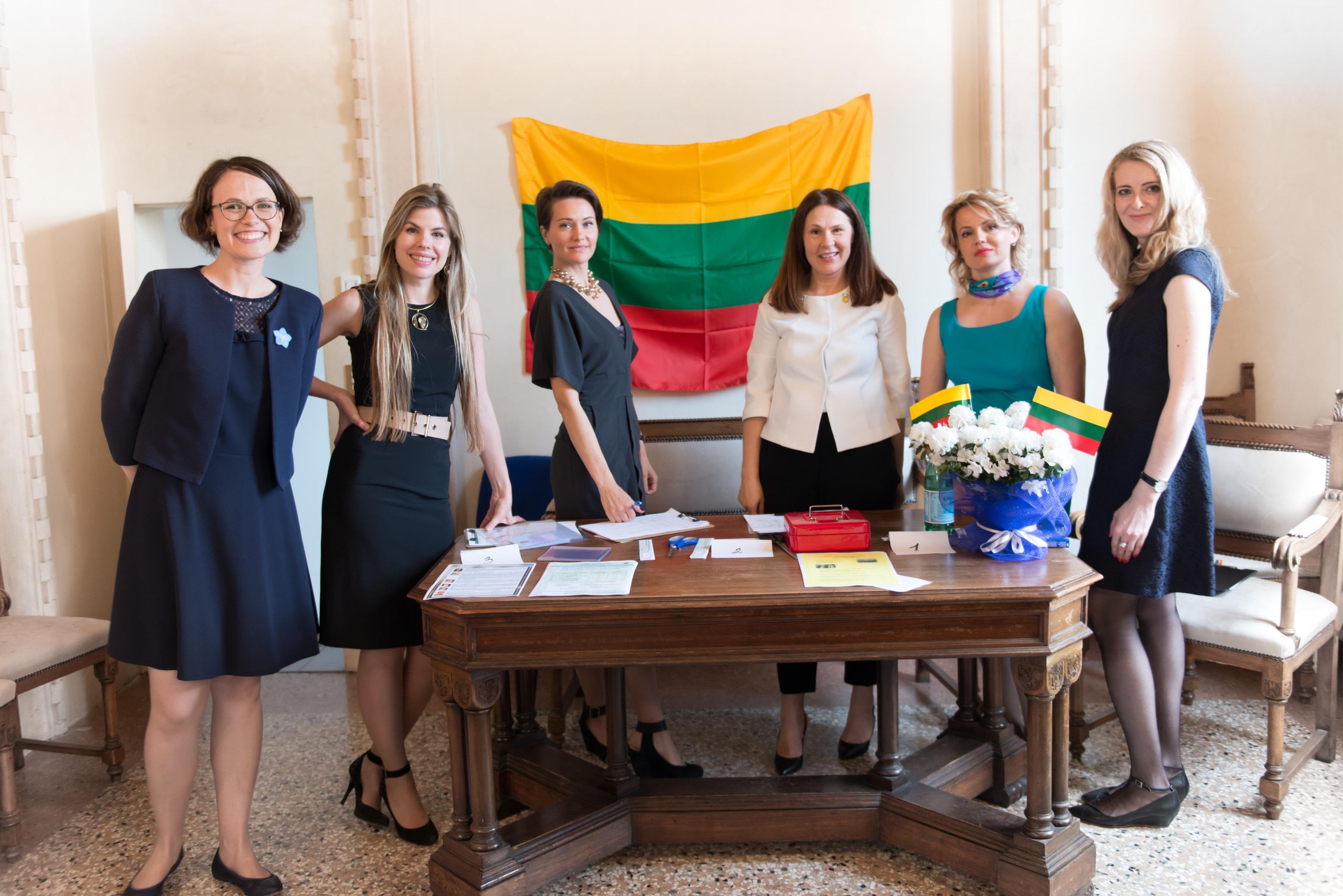 Pirmoji Veneto lietuvių valdyba (iš kairės): Giedrė Rutkauskaitė, Inga Jonaitytė, Renata Petravičiūtė, Diana Butkuvienė, Dalia Martusevičiūtė, Kristina Janušaitė-Valleri