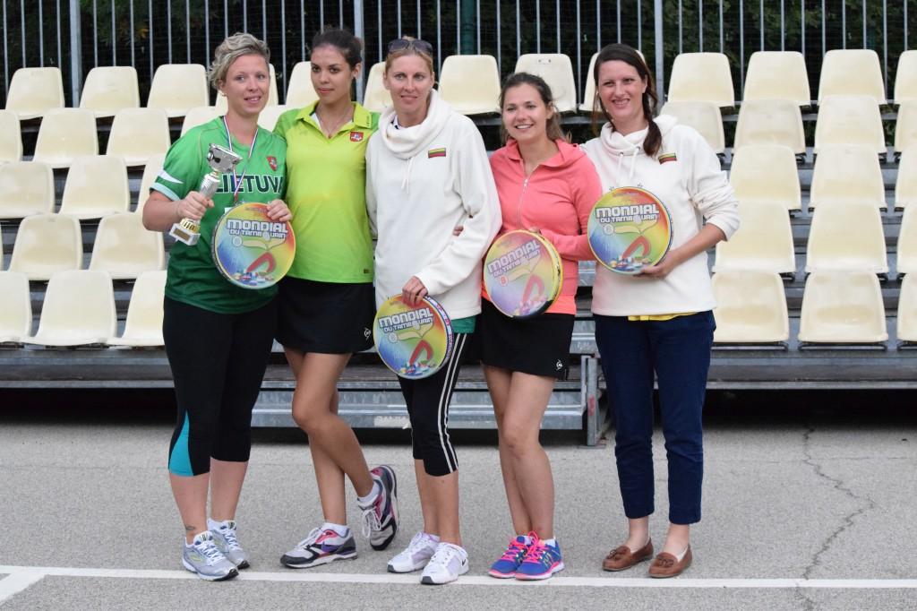 Italijos ir Anglijos lietuvės tarptautiniame tamburello open turnyre Prancūzijoje. Pjemonto lietuvių bendruomenės nuotr.
