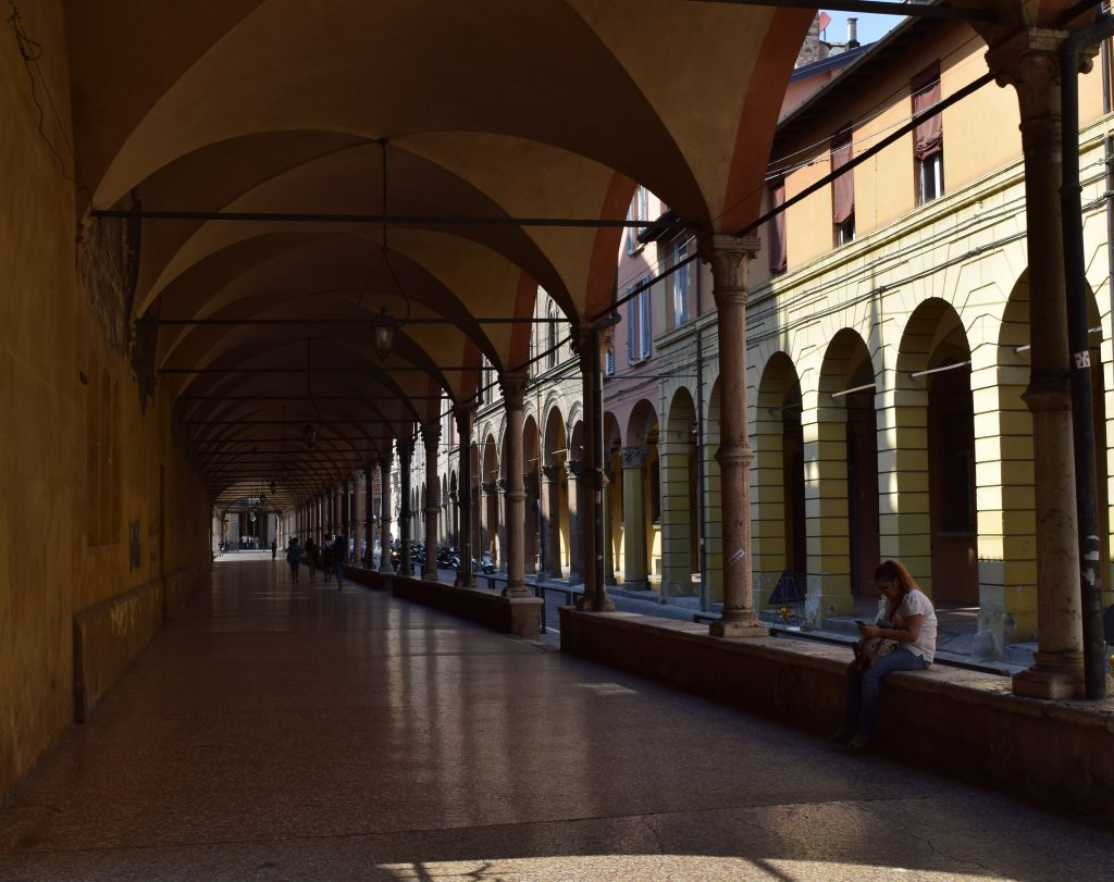 Boloniją juosia ir nuo lietaus saugo 38 km. portikai. G. Jasinsko nuotr.