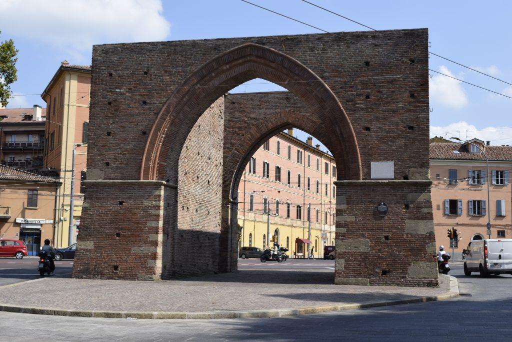Porta Mazzini - vieni iš 12-kos išlikusių kadaise Bolonijos miestą juosusios gynybinės sienos vartų. G. Jasinsko nuotr.