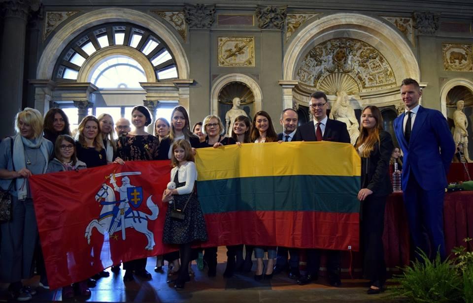 R. Kaukėno kandidatūrą italams pasiūlė Toskanos lietuvių bendruomenė ir Lietuvos garbės konsulas Florencijoje Enrico Palasciano. LR ambasados Facebook nuotr.