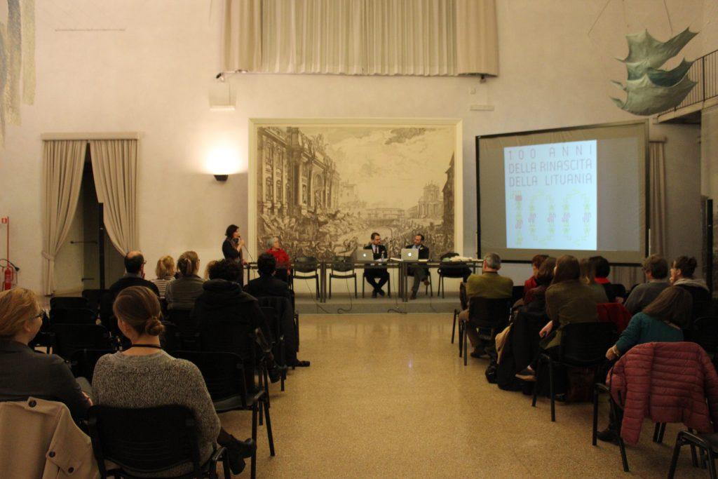 """Į italų kalbą išverstos Donelaičio poemos """"Metai"""" pristatymas Romoje. G. Zubrickytės nuotr."""